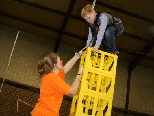 For young tough guys and girls there is plenty to do at Aparthotel Delden. Who dares to stack the highest ??? Stacking crates is only for the real daredevils!